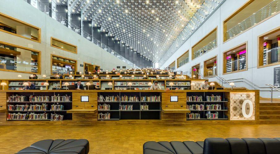 Samenwerking het rooster en vereniging openbare bibliotheken